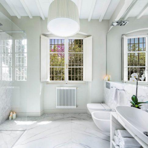 servizi foto video di case immobiliari ristoranti hotels barche bagno in marmo bianco