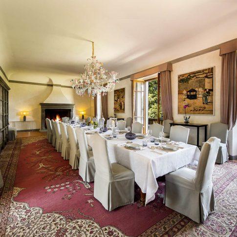 servizi foto video di case immobiliari ristoranti hotels barche grande sala da pranzo con camino