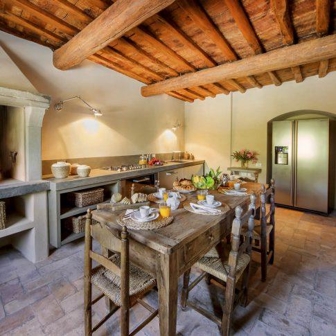servizi foto video di case immobiliari ristoranti hotels barche cucina country con camino