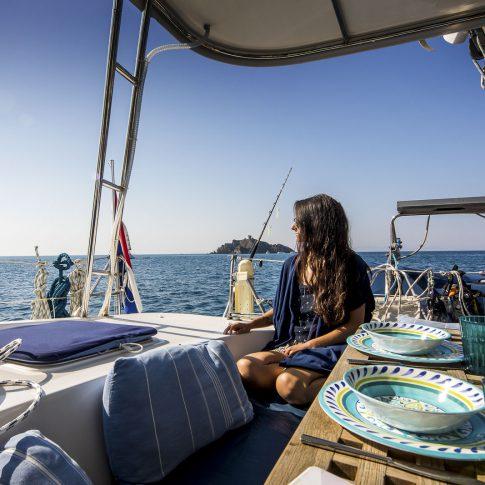 barca bella tavola pranzo catamarano spacegraphs