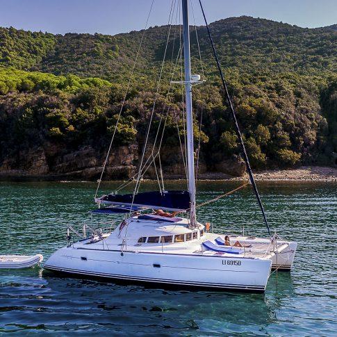 barca catamarano mare spiaggia costa