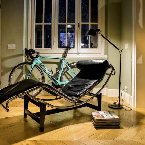 servizi foto video di case immobiliari ristoranti hotels barche interno con bicicletta e chaise longue