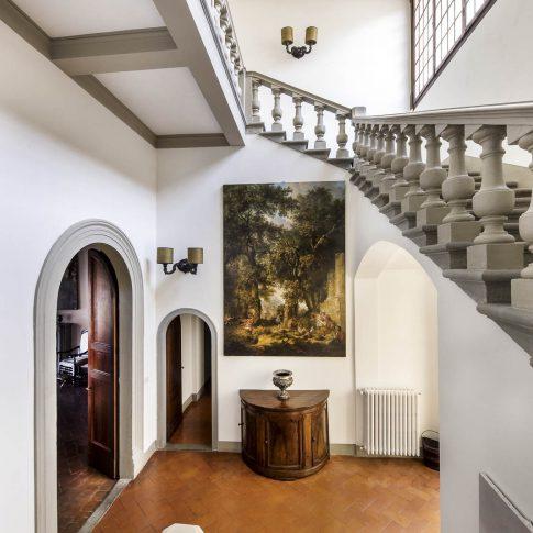 servizi foto video di case immobiliari ristoranti hotels barche interno scalinata e quadri