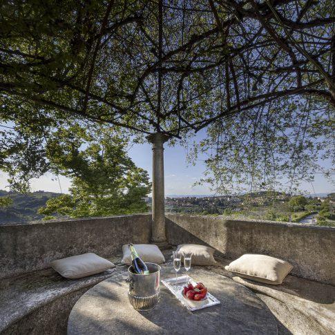 servizi foto video di case immobiliari ristoranti hotels barche tavolo con vista giardino