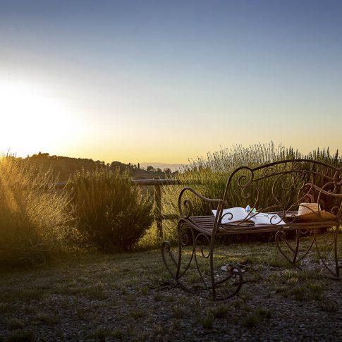 servizi foto video di case immobiliari ristoranti hotels barche sedia a dondolo ferro battuto al tramonto