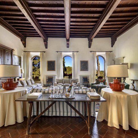 servizi foto video di case immobiliari ristoranti hotels barche interno salotto villa camino