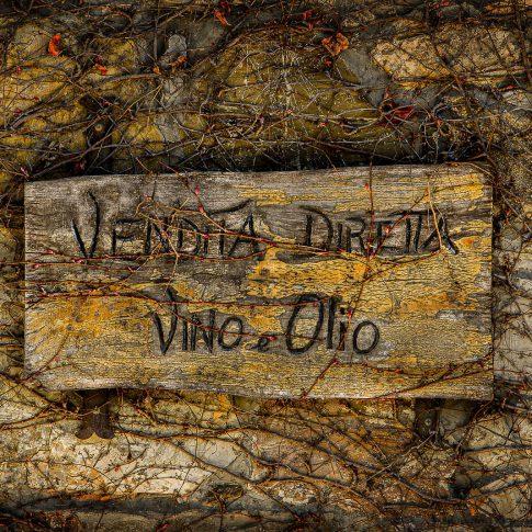 servizi fotografici bottiglie cartello vendita vino olio