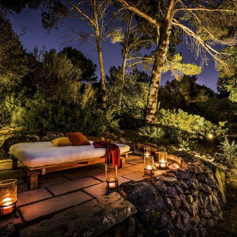 servizi foto video di case immobiliari ristoranti hotels barche giardino in notturna con lettino